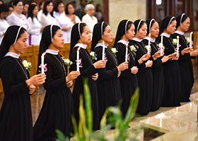 Nine Vietnamese Sisters from the Lovers of the Holy Cross religious order renew their vows at Vietnamese Martyrs Parish in Arlington Aug. 11. (NTC/Ben Torres)